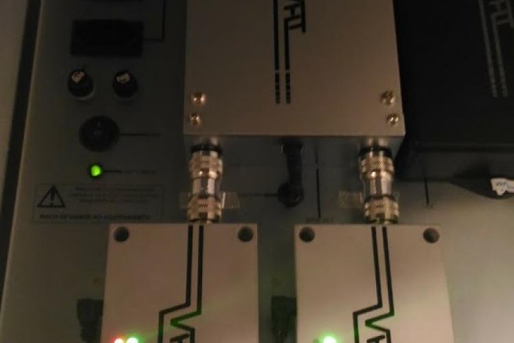 Painel montado com repetidores de sinal